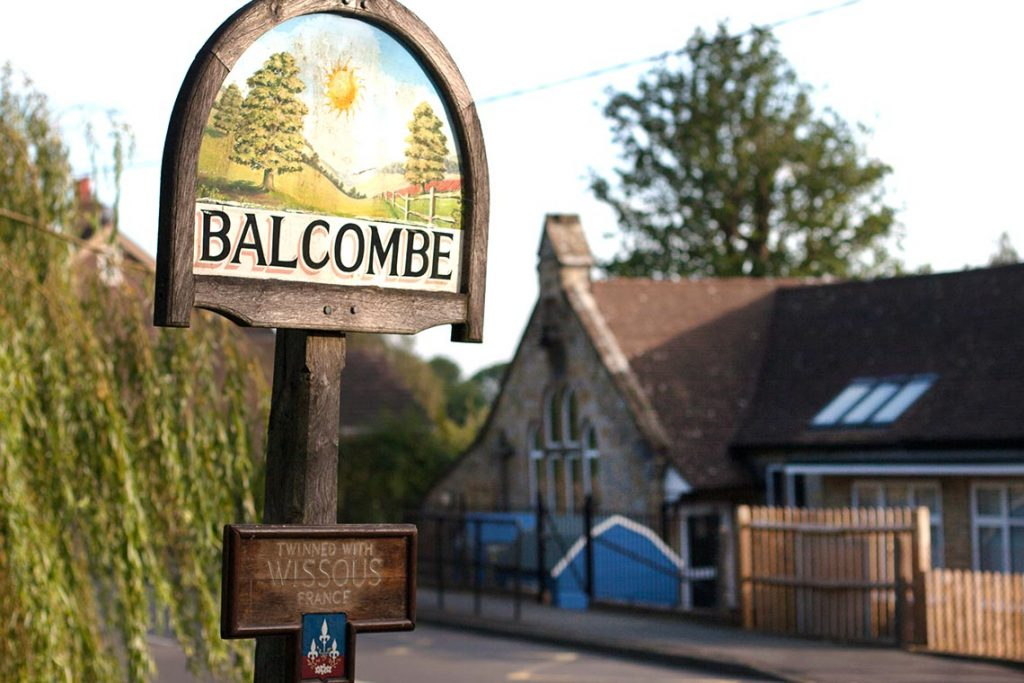 balcombe-primary-with-sign